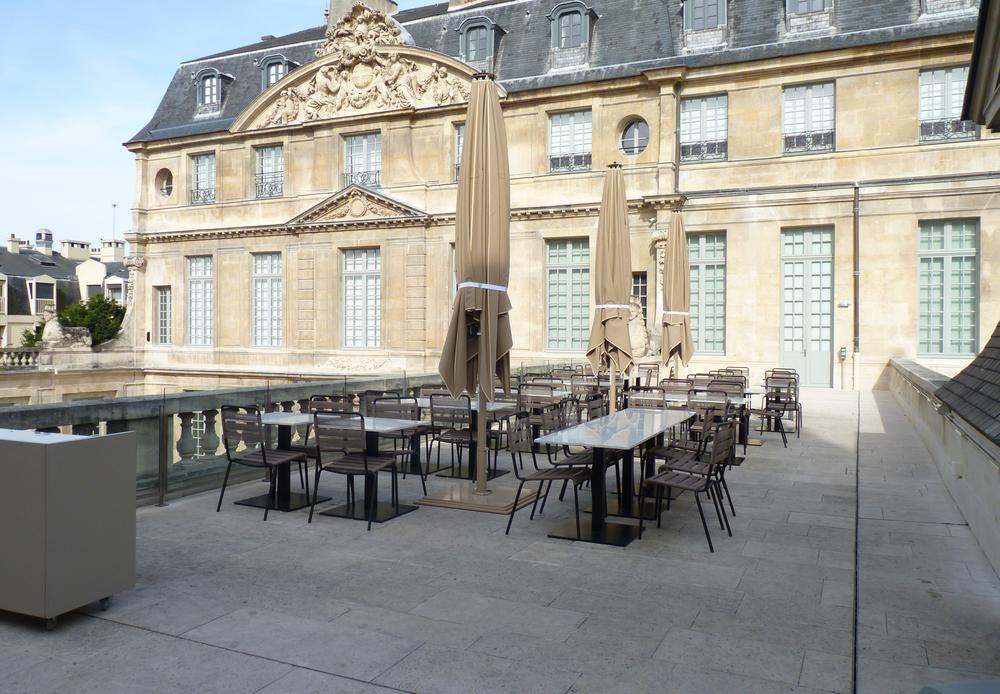 'café sur le toit'